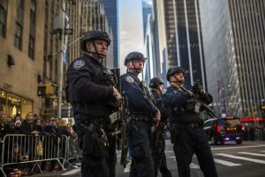 ap_thanksgiving_parade_security_06_jc_151126